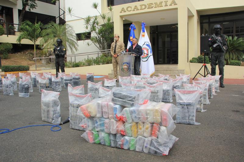 DNCD apresa siete personas y se incauta 463 paquetes de drogas