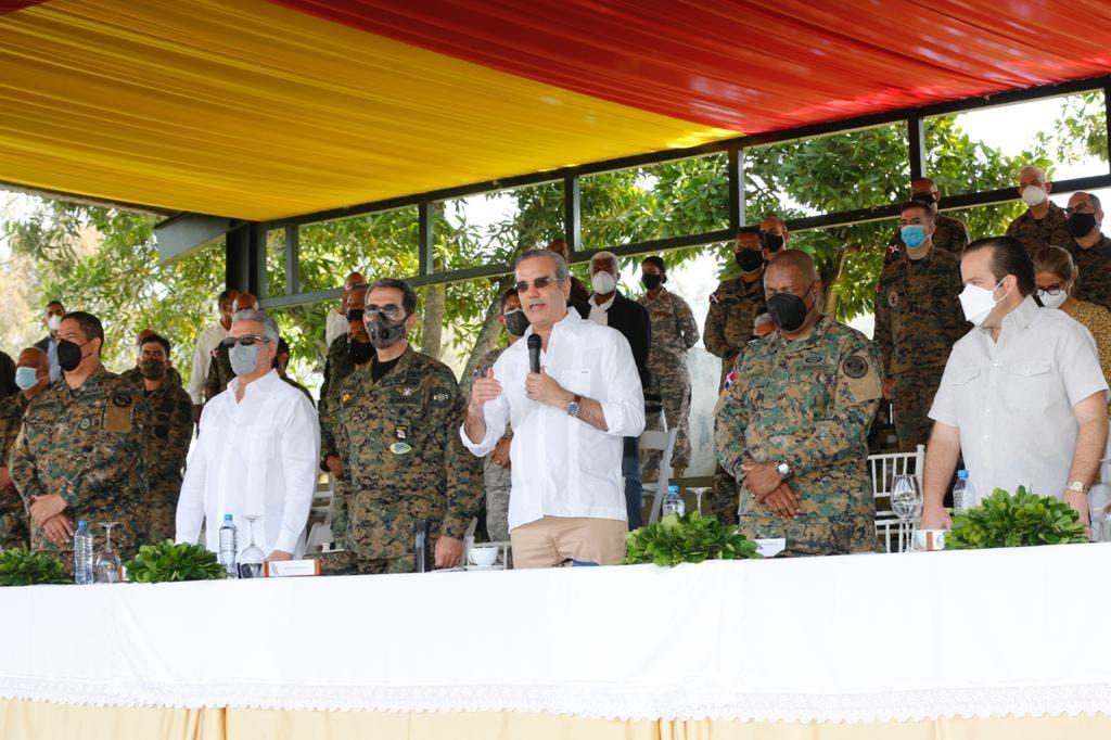 Presidente Abinader anuncia aumento salarial a miembros de las Fuerzas Armadas