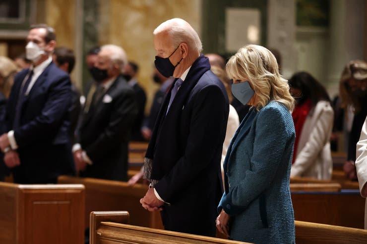 Biden comienza la jornada de su investidura asistiendo a un templo católico