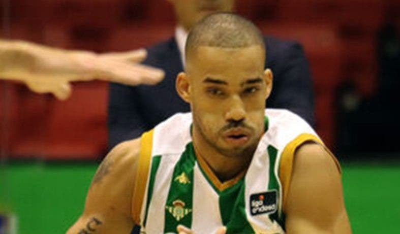 Base dominicano Mike Torres vuelve de Bélgica pero dejará el Betis español