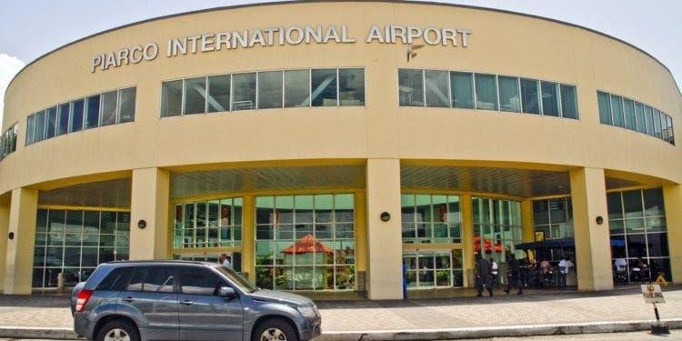 Cerca de 100 venezolanos varados en aeropuerto de Piarco de Trinidad y Tobago
