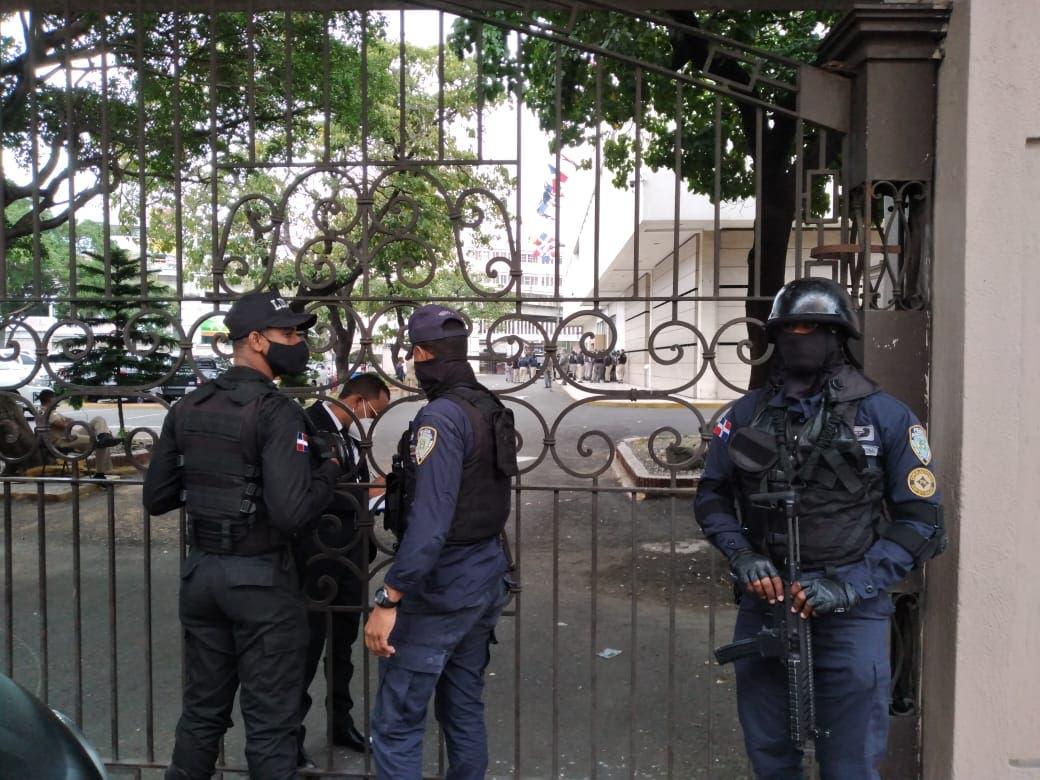 Cámara de Cuentas es allanada con militares