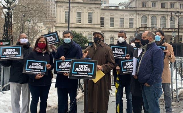 Candidato alcaldía NYC a favor inmigrantes legales puedan votar en elecciones