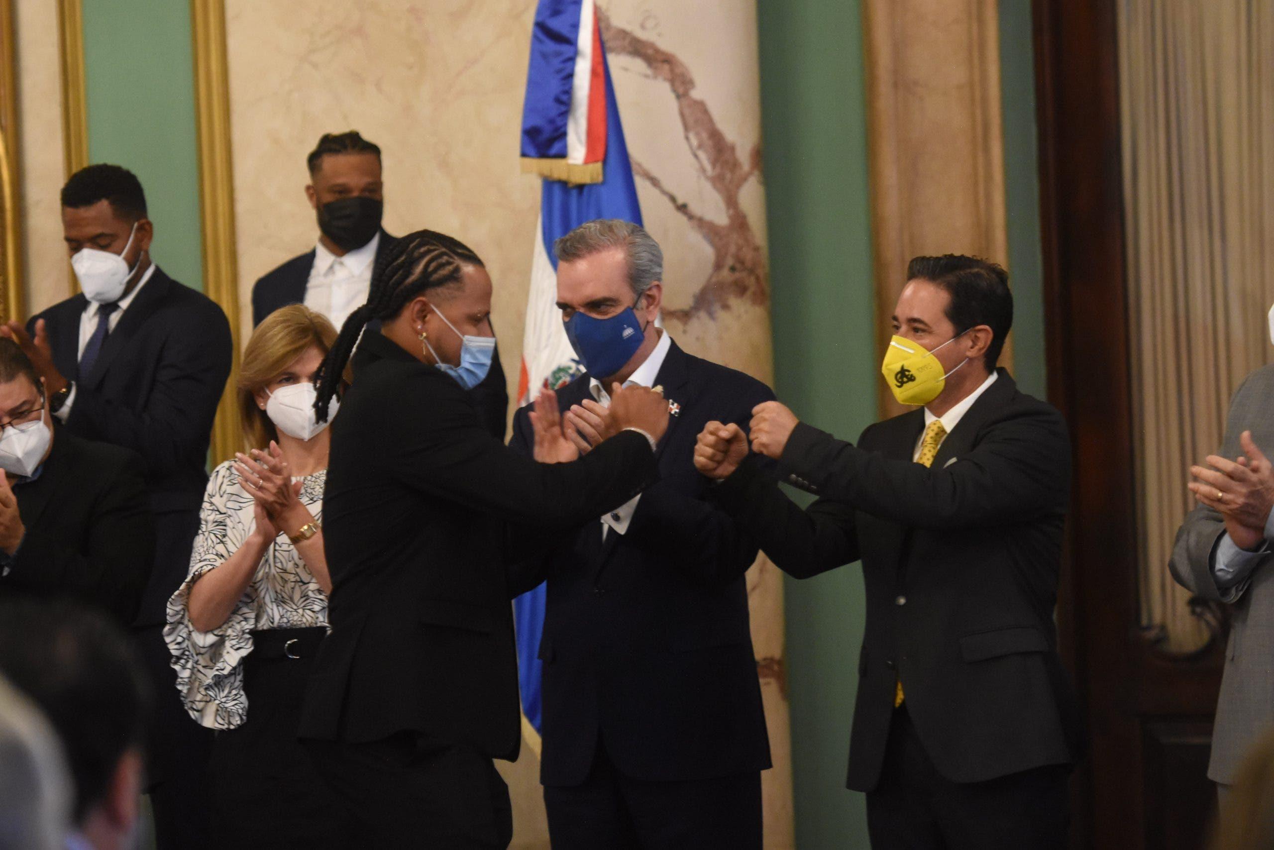 Luis Abinader recibe a las Águilas Cibaeñas, campeones de la Serie del Caribe 2021
