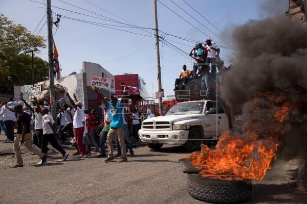 La oposición haitiana reúne una multitud contra Moise en marcha con violencia