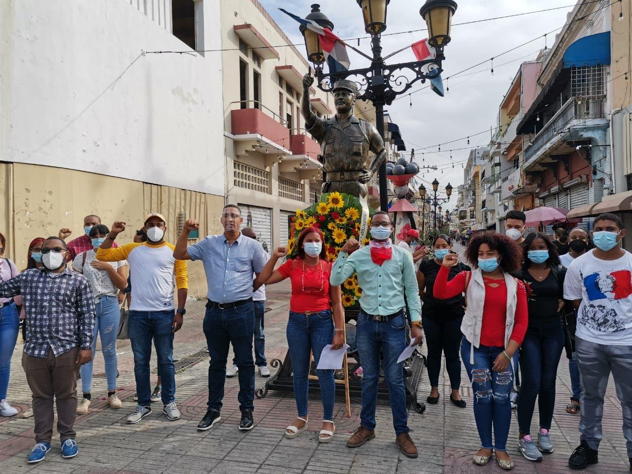 Juventud Caribe llama el ministro de medio ambiente preservar  Loma Miranda