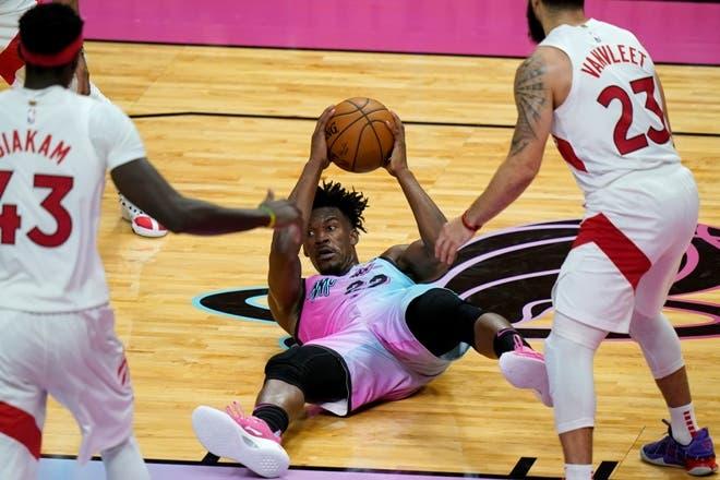 Butler se acerca al triple-doble y los Heat vuelven a ganar