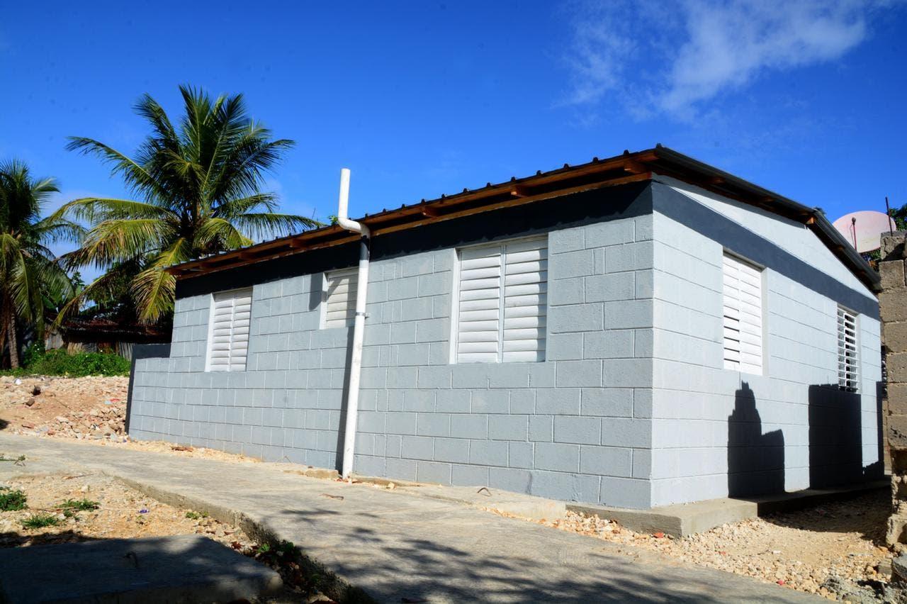 CAASD entrega cinco viviendas en Santo Domingo Norte