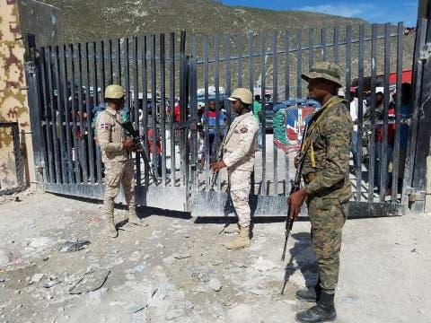 Guardias en la cuidando la frontera