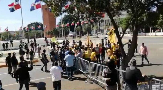 protesta-congreso-696x385