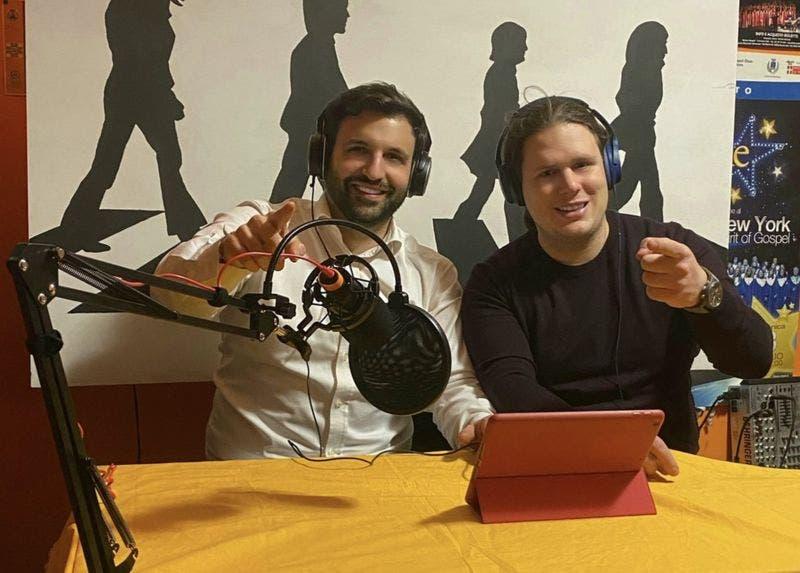 Coronavirus en Italia: el programa de radio que crearon unos hijos para acompañar a su padre en terapia intensiva por covid