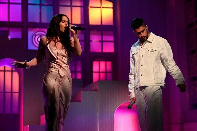 Bad Bunny y Rosalía revolucionan 'SNL' cantando en español