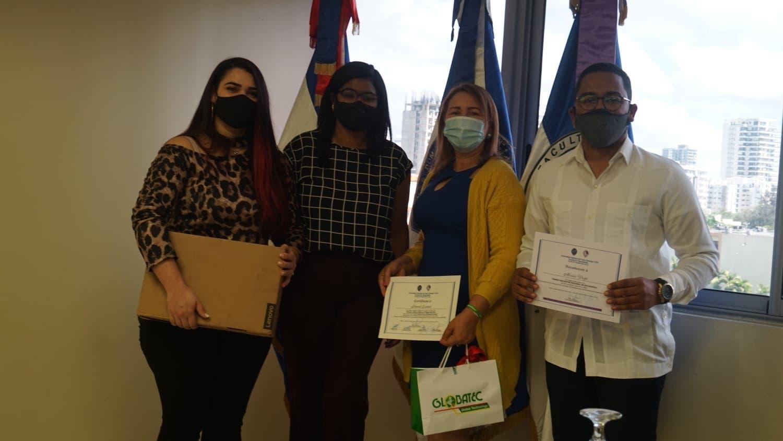 Entregan premios a estudiantes UASD ganaron concurso sobre seguridad vial