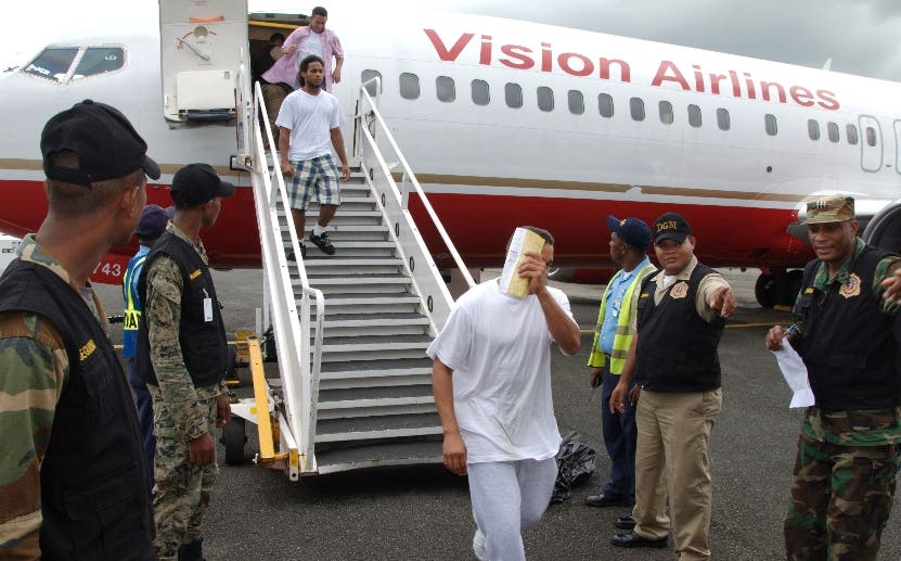 Repatrían de Estados Unidos 56 expresidiarios dominicanos