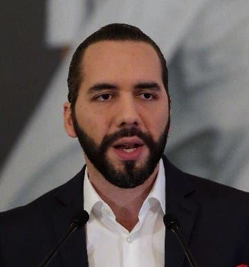 El Salvador busca préstamo con el FMI