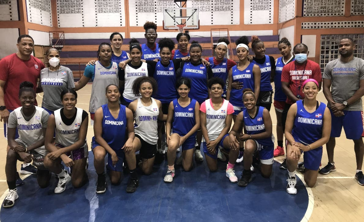 Equipo femenino RD  entrena Centrobasket