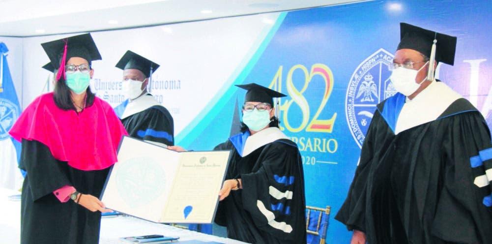 La  UASD gradúa a 184 profesionales con lauros académicos