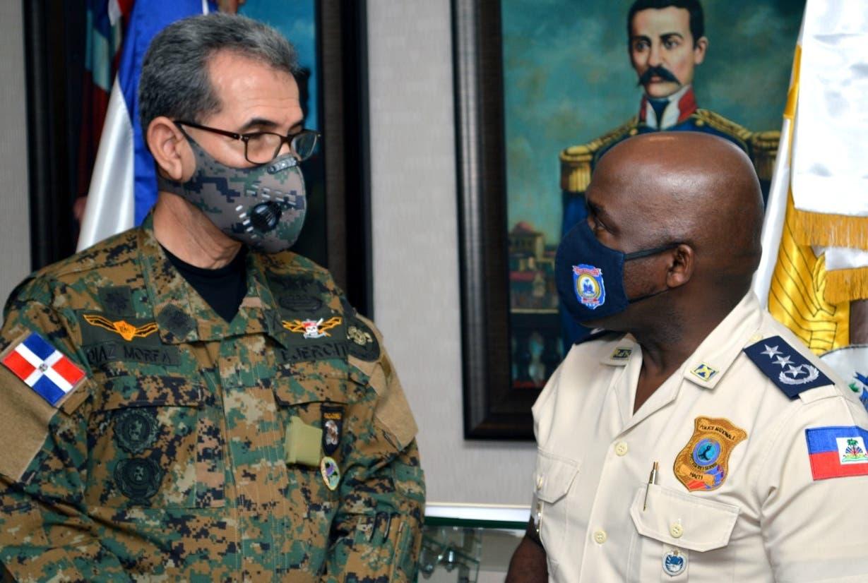 Ministro de Defensa recibe a altos oficiales de Haití