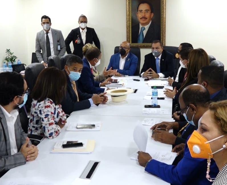 Comisión rechaza  idea de juristas sobre 3 causales