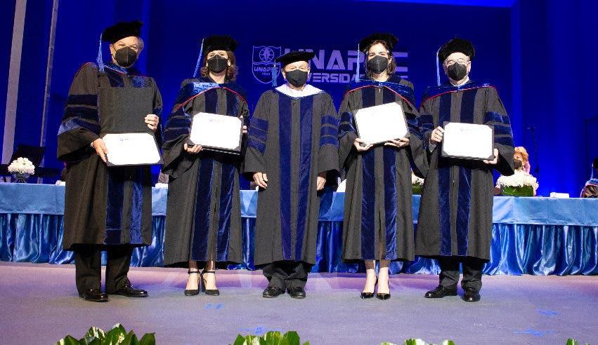 Universidad APEC otorga títulos Honoris Causa a Elena Viyella de Paliza y Manuel García Arévalo
