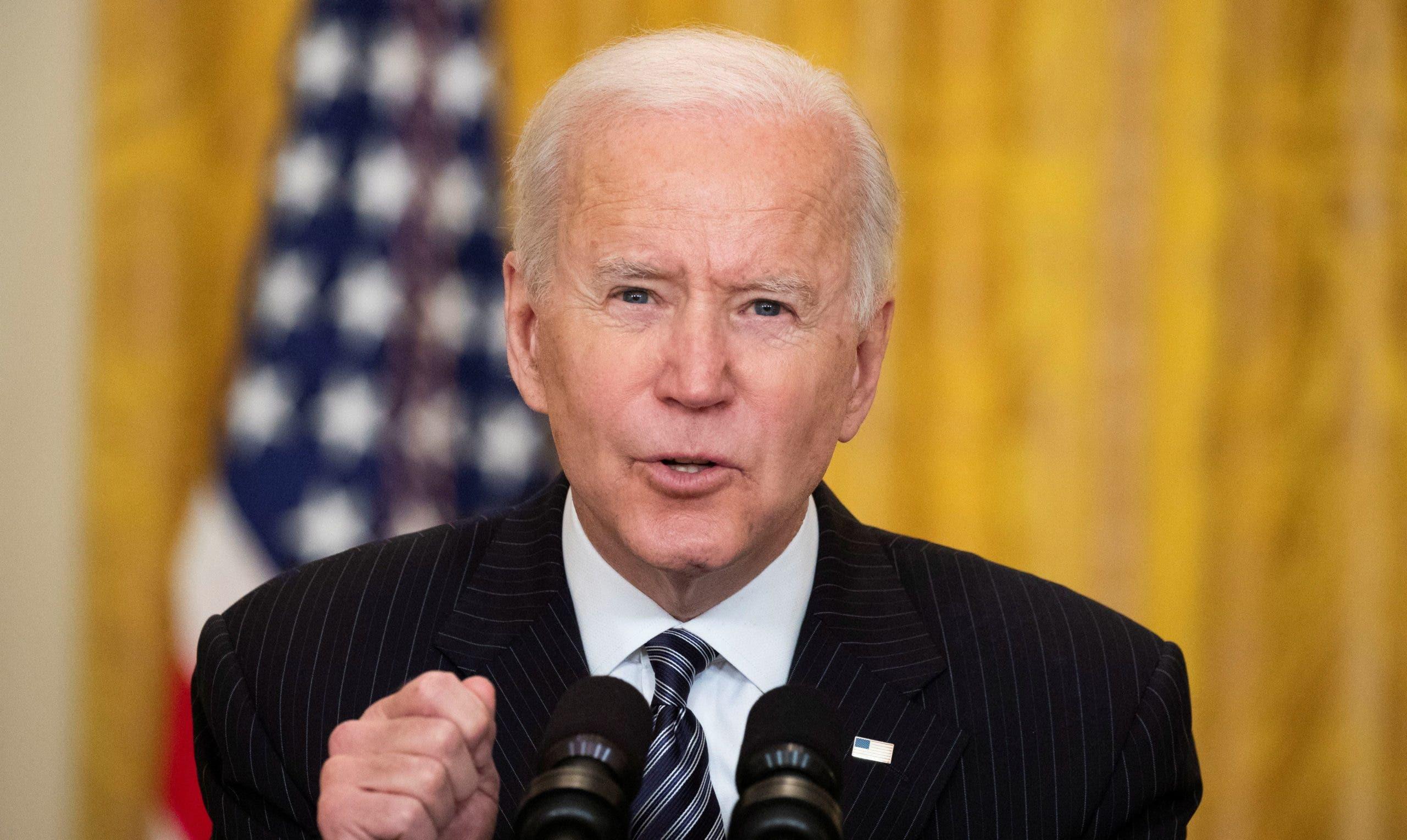"""Biden exige reformas policiales para estar """"a la altura del legado"""" de Floyd"""