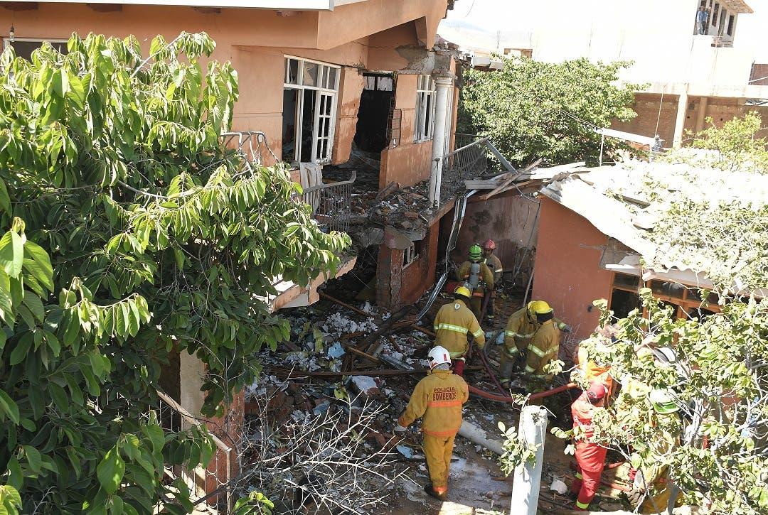 Un muerto y un herido al caer en una casa una avioneta militar de Bolivia