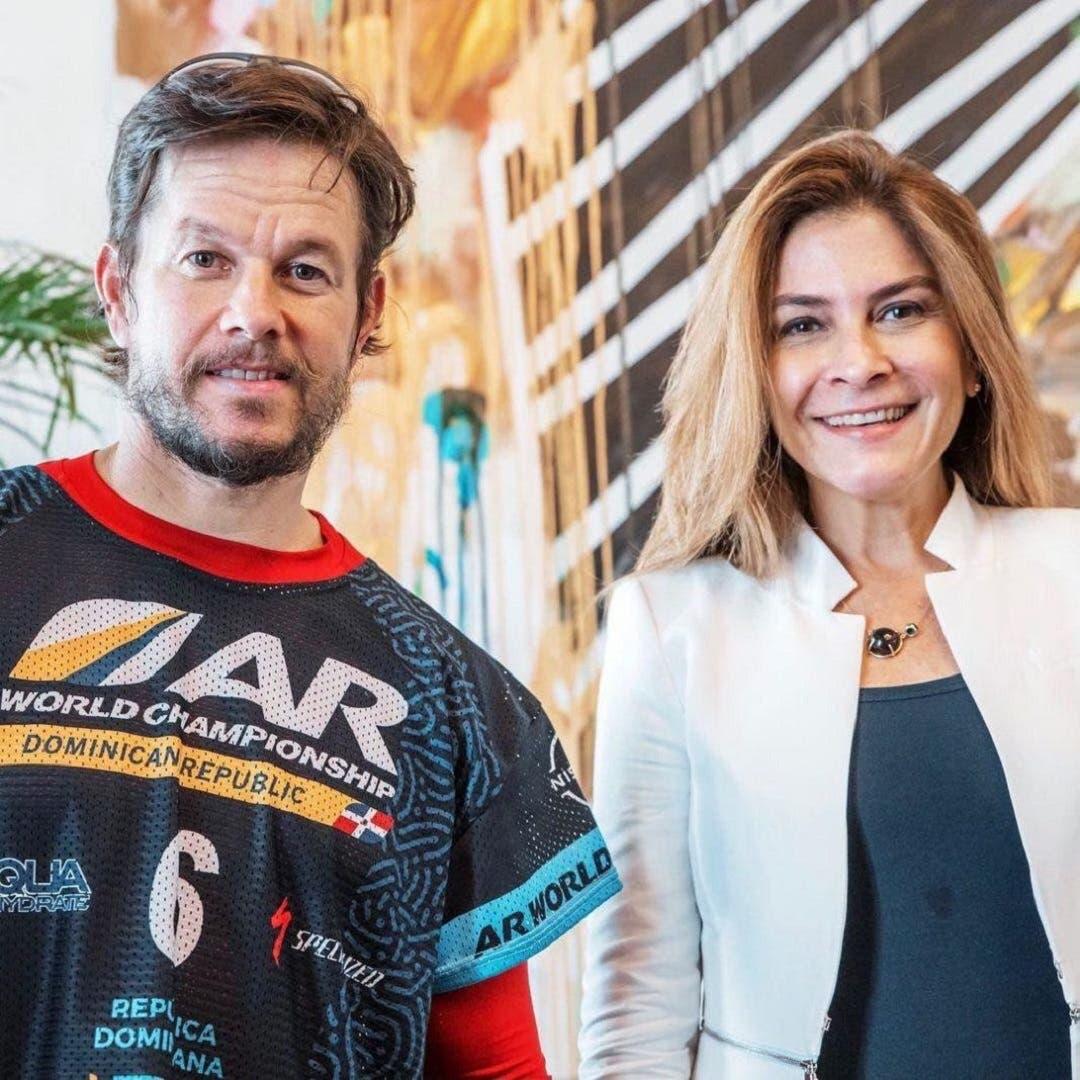 Actor Mark Wahlberg se reunió con Carolina Mejía en la Zona Colonial
