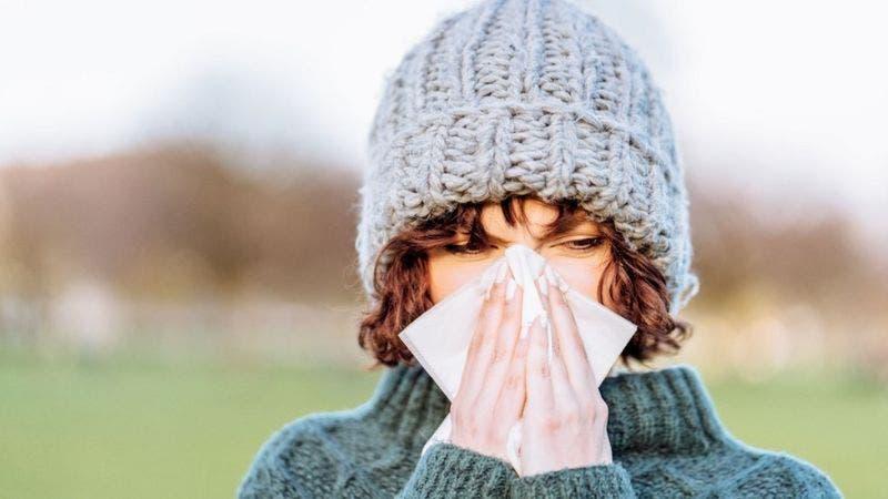 Coronavirus: estudio sugiere que «el resfriado común puede desalojar a la covid-19 de tu organismo»