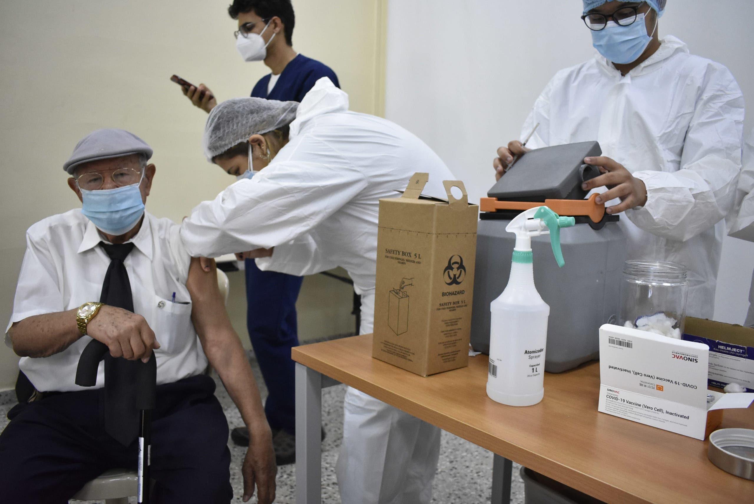 PUCMM informa centro vacunación está a máxima capacidad hoy; pide asistir otro día
