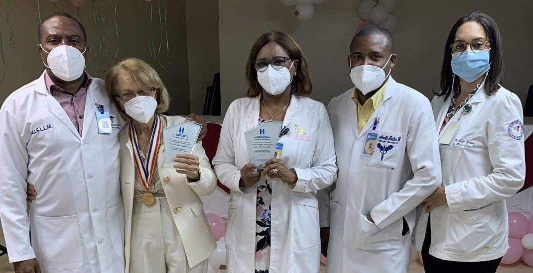 Maternidad de Los Mina reconoce aportes de enfermera y pediatra