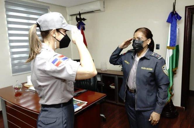 Ahora le tocó a Mariasela Álvarez ser «Policía por un Día»