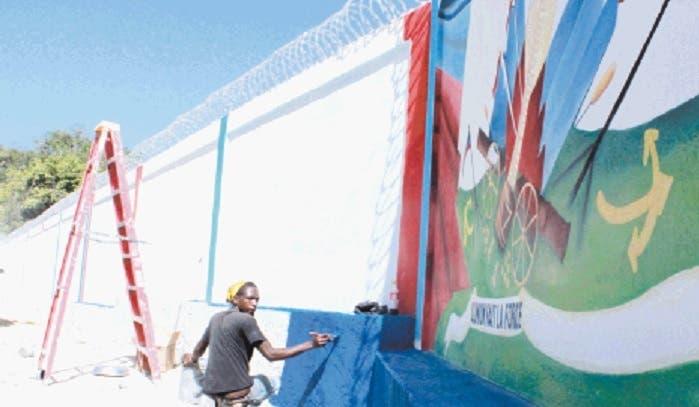 """""""Haití fue pionero en construcción de muro»"""