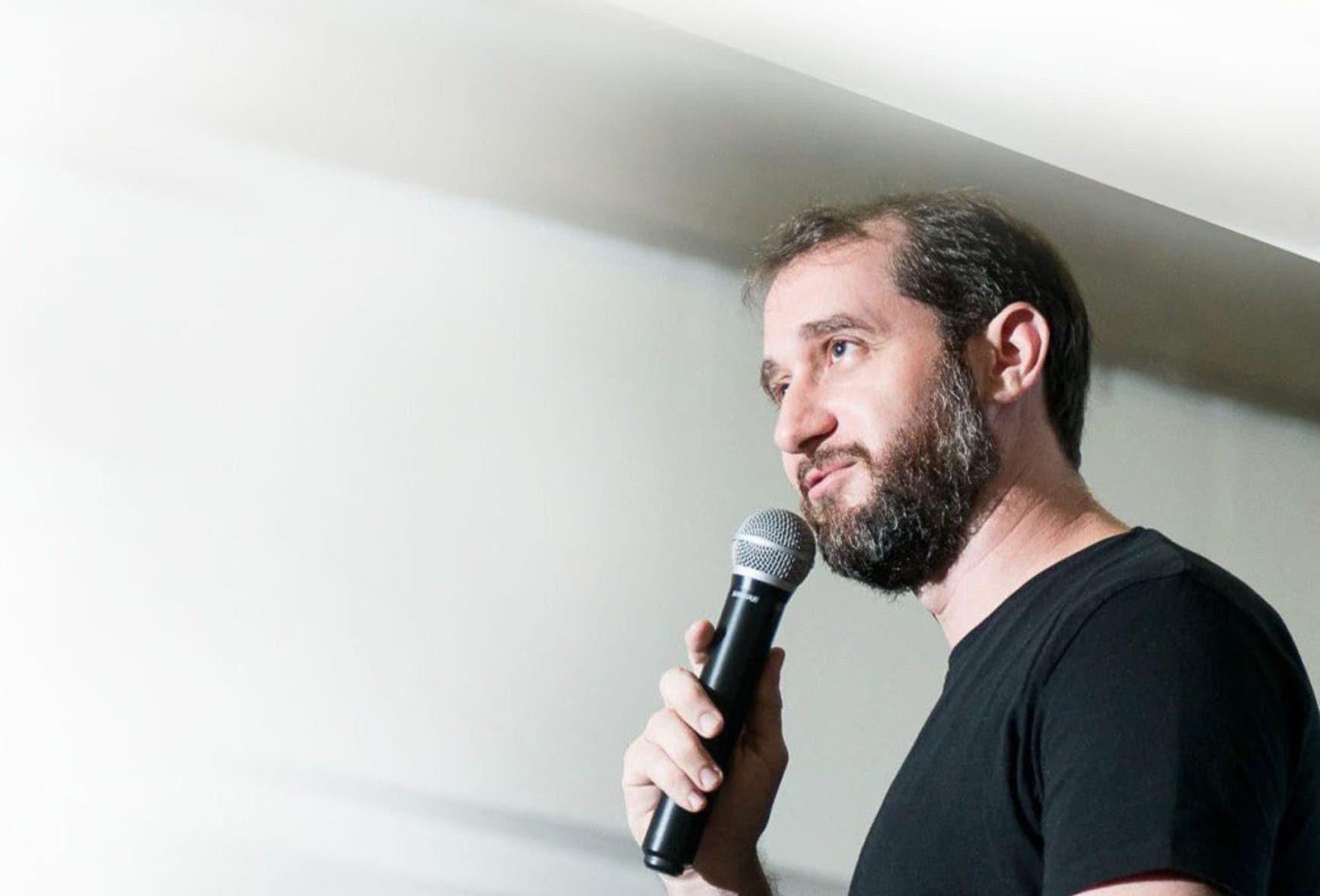 Carlos Sánchez destaca papel humoristas en la pandemia