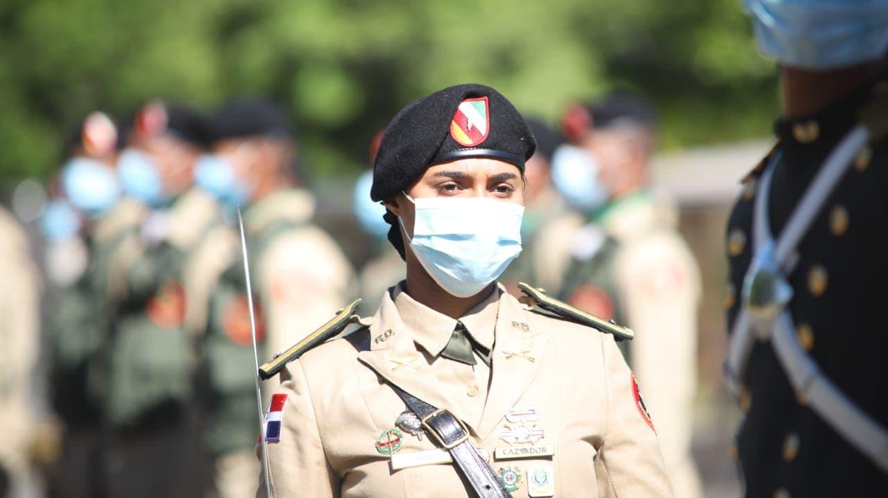 Ministro de Defensa resalta aportes de la Mujer en desarrollo de instituciones castrenses