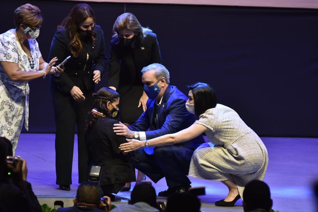 Presidente Abinader entrega Medalla al Mérito a 14 mujeres