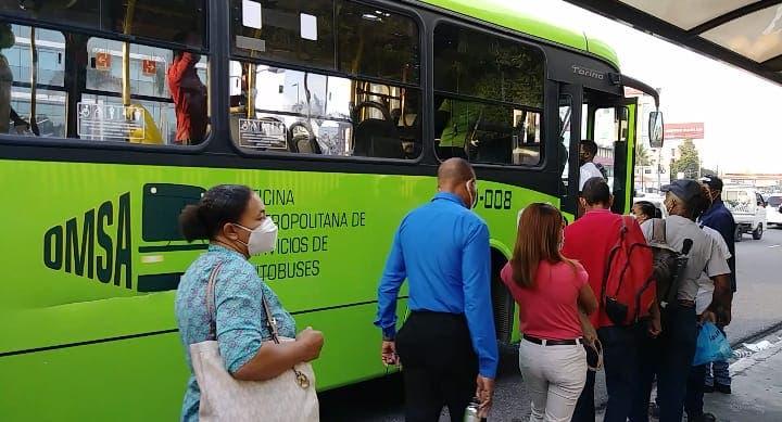 Pasajeros de transporte público deberán mostrar tarjeta vacunación antes de abordar