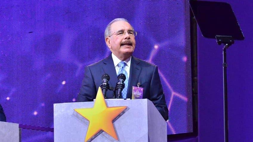 Danilo Medina sigue activo; juramentará nuevos miembros del PLD en Santiago