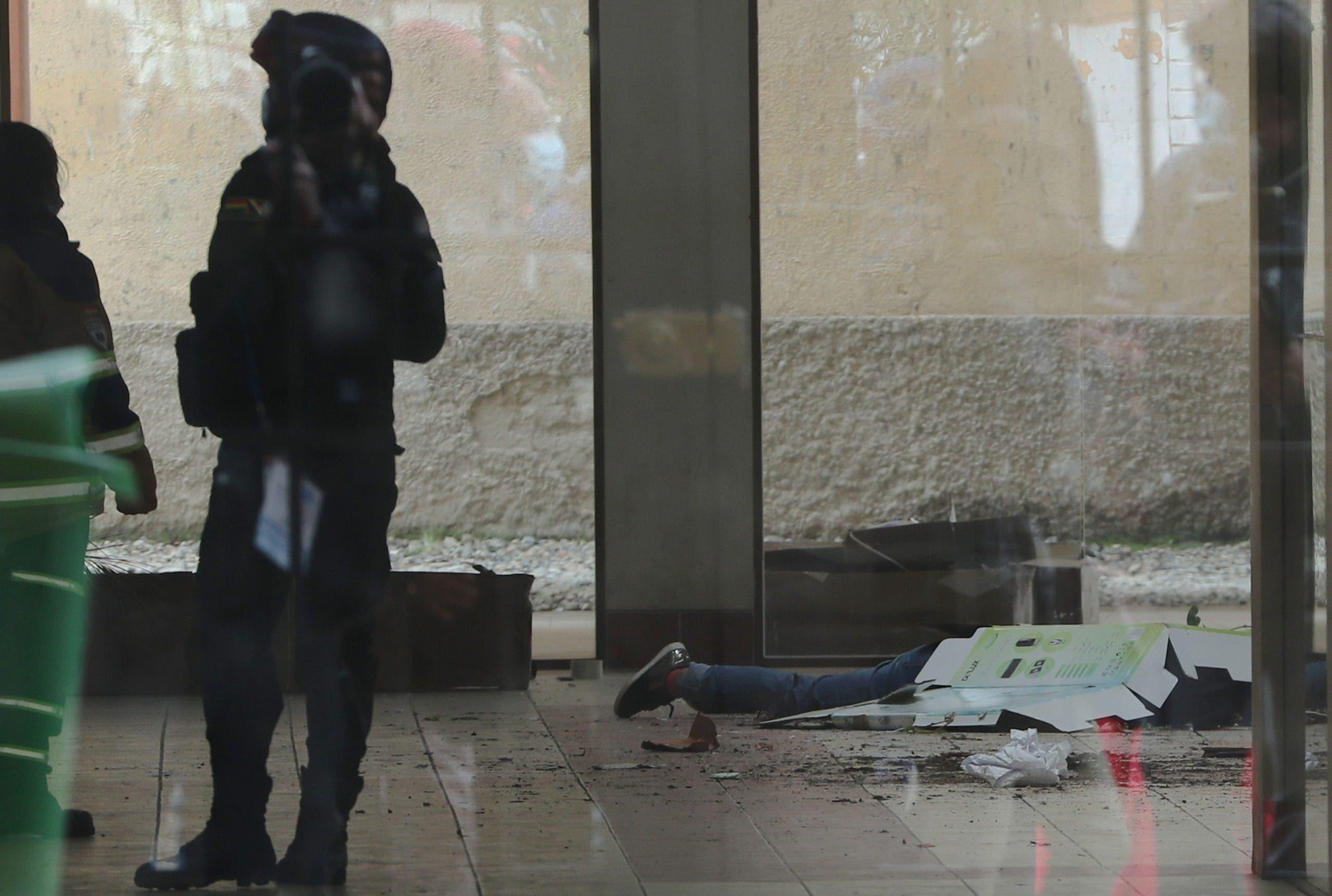 Mueren 7 universitarios al caer de un cuarto piso en Bolivia