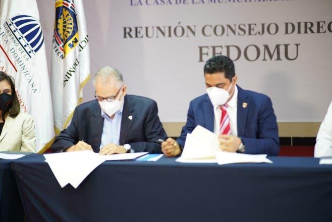 Fedomu y Ministerio de Economía coordinarán acciones impulsen ayuntamientos hacia el desarrollo
