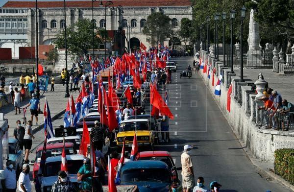 Una caravana por el Malecón de La Habana pide el fin del embargo de EE.UU.