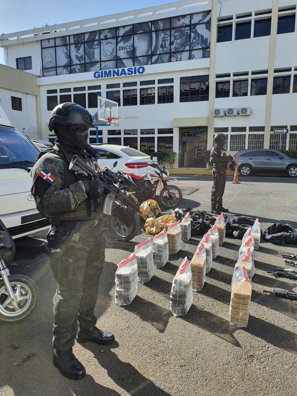 Ocupan drogas y armas de alto calibre en operativo donde se capturó a «Julito Kilo»