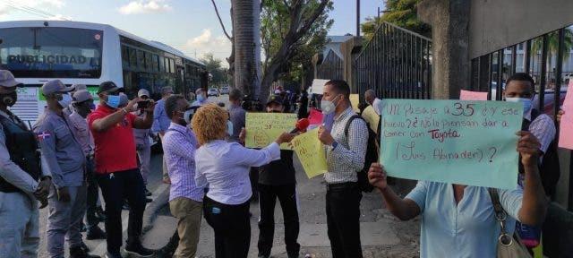 Usuarios Corredor Núñez de Cáceres protestan por alto precio del pasaje