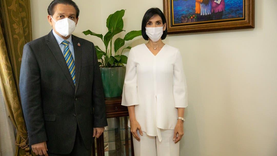 Ministro de Salud y primera dama coinciden en que se debe mejorar los servicios del CAID