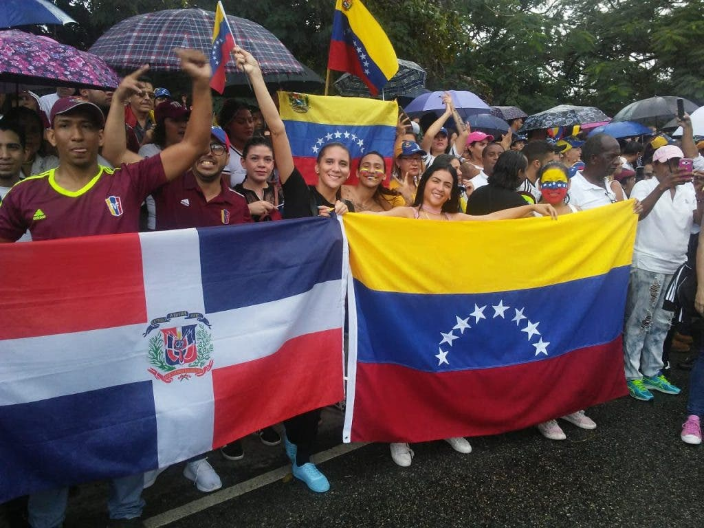 Dominicana amplía facilidades a venezolanos indocumentados para regularse