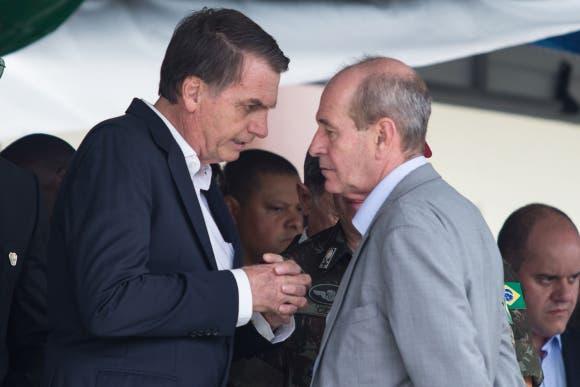 Brasil: Renuncian dirigentes de las fuerzas armadas