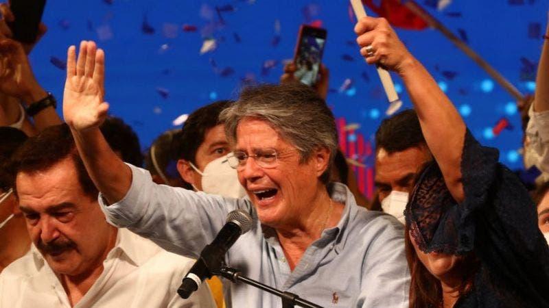 Ecuador: Quién es Guillermo Lasso, el banquero que a la tercera venció a la izquierda correísta