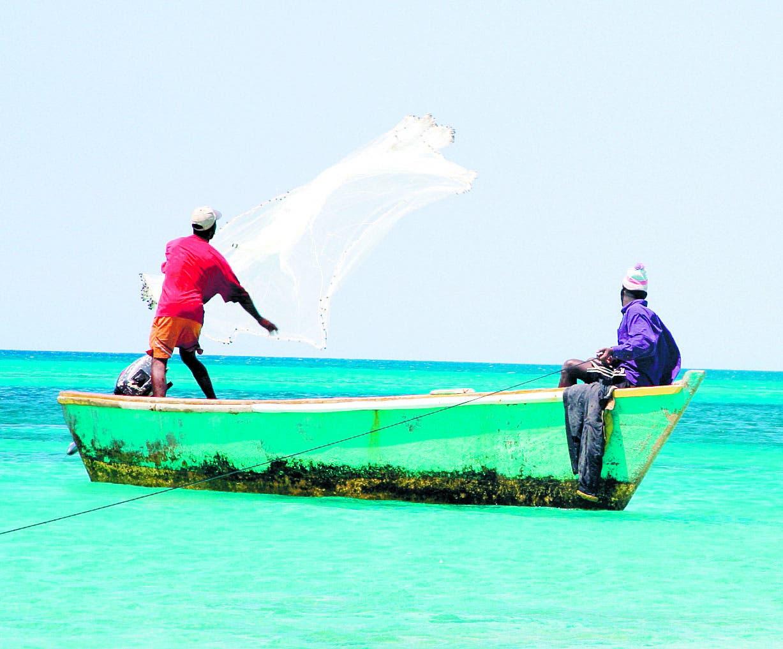 Particularidad de las aguas marinas limitan la pesca en el país