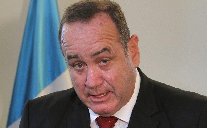 Presidente de Guatemala afirma no haber recibido sobornos de ciudadanos rusos