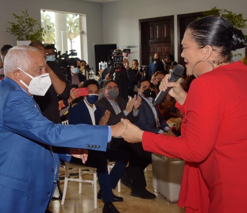 Rafael Solano recibe un agasajo por sus 90 años