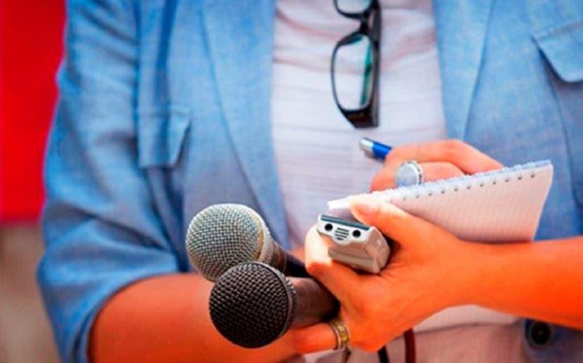 Ejecutivo otorga pensión a 44 periodistas